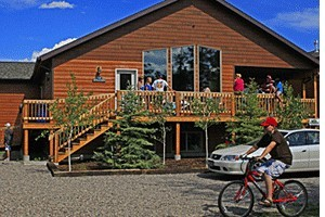 Faithful Street Inn - cabin & home rentals :: 1st-class cabins, condos & home rentals sleeping 6-18 each. Ideal for Yellowstone visitors, and winter ski & snowmobile groups. Ample trailer parking, walk to stores.