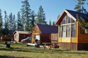 West yellowstone montana cabins cabin rentals alltrips for Madison cabin rentals