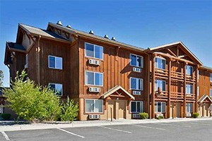 Yellowstone Kelly Inn - new & expanded breakfast :: 900+ reviews in TripAdvisor. Featuring expansive pool & hot tub, Kid & Pet Friendly, just a block to the Park w/expanded Continental Breakfast & hot protein. Attentive staff.