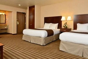 Westgate Hotel - Family Friendly. Book Direct :: One of the nicest, best-value properties in town, we feature indoor POOL/Hot Tub, deluxe continental breakfast and lots of extras for families and kids.