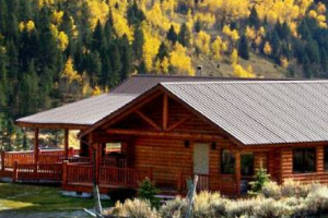 Wilderness Edge - Log Lodges & Family Cabins