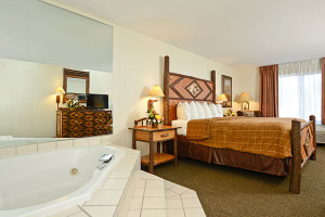 Yellowstone Clubhouse Inn - whirlpool rooms